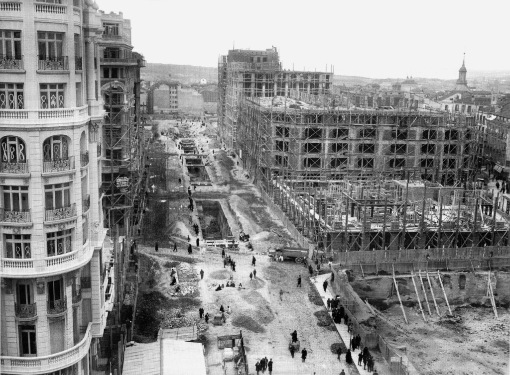 Por las calles de madrid la gran v a historia de los - Empresas de construccion en madrid ...