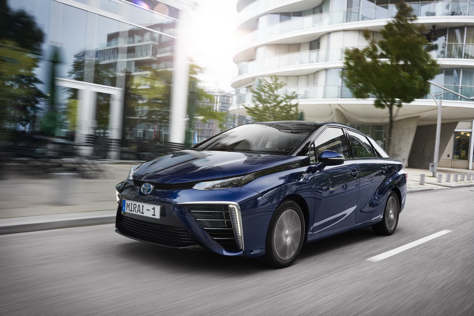 Toyota Targets 30 000 Hydrogen Cars By 2020 Zero Co2