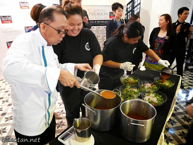 The chef preparing the 1kg bowls of laksa for the Penang laksa Eating Competition