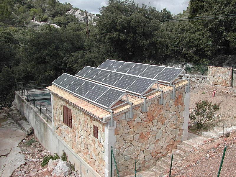 محطة معالجة ماء الصرف الصحي تعمل بالطاقة الشمسية