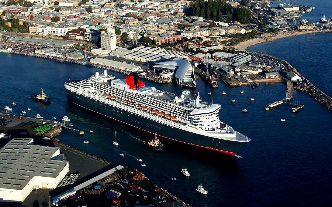 Queen Mary 2 Cruise Ship Wallpaper 3