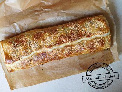 Pieczenie ciasta francuskiego mechanik w kuchni facet w kuchni gotowanie z pasją