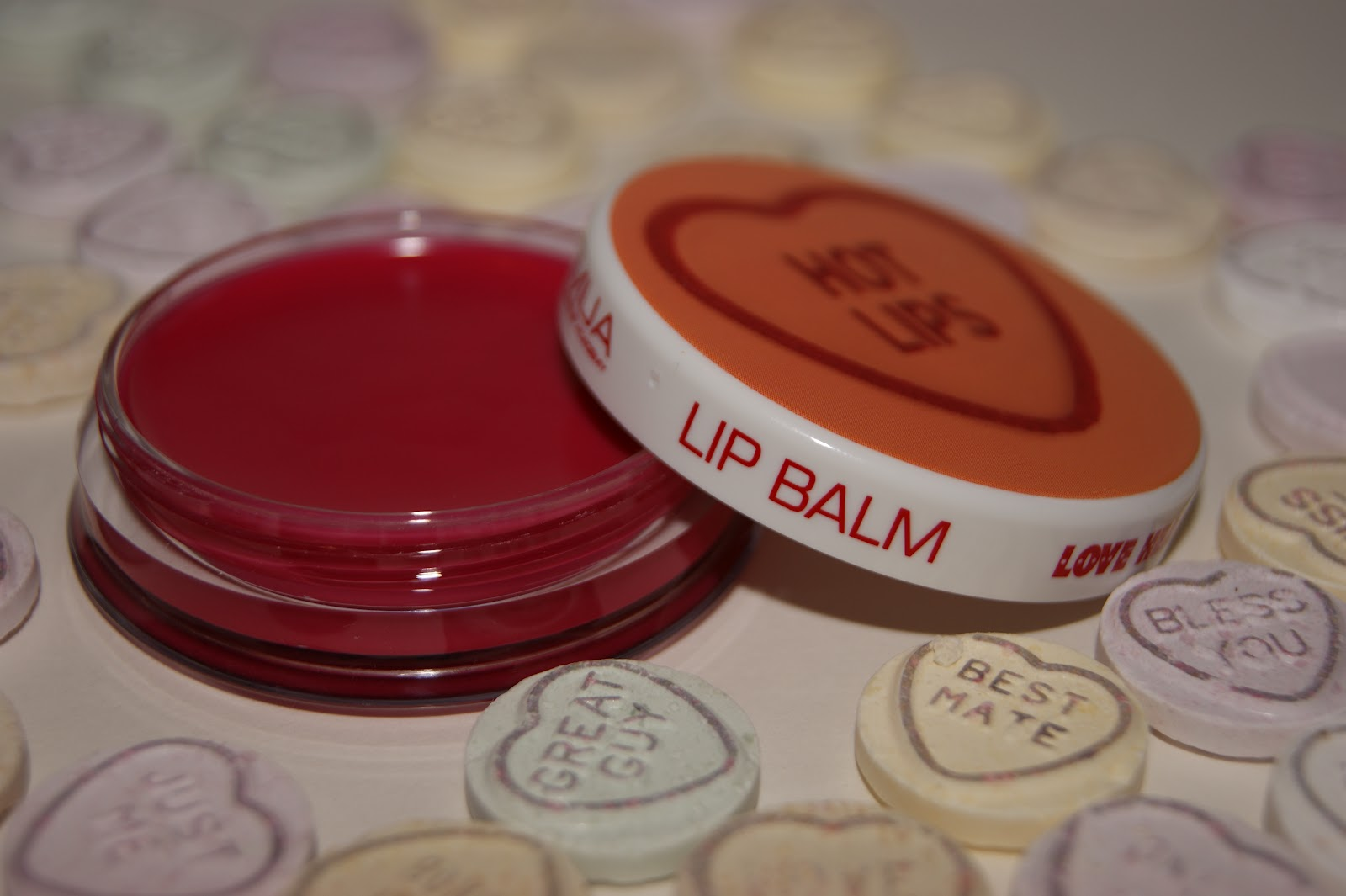 http://1.bp.blogspot.com/-CN8C3X4TWi0/Tza4oP6dIiI/AAAAAAAAK5Q/w9FQUN99FP8/s1600/MUA+Love+Heart+Lip+Balms+Review+and+Swatches+006.jpg