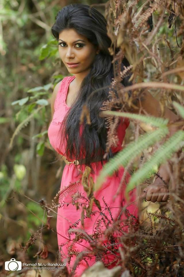Waruni Kanchana pink