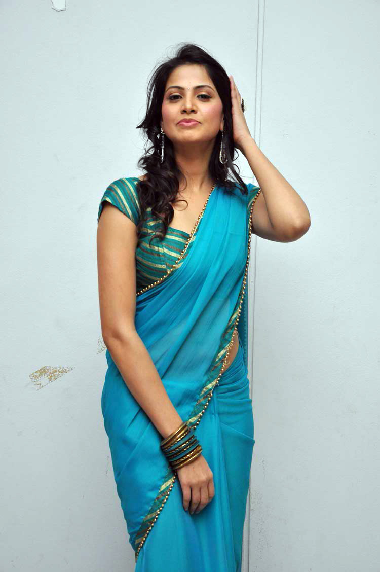 Supriya Shailja Side Pose Stills