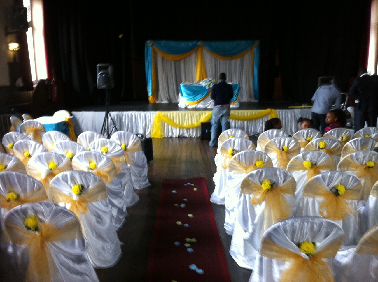 Doris Decoration and cakes: Turquoise blue and yellow engagement
