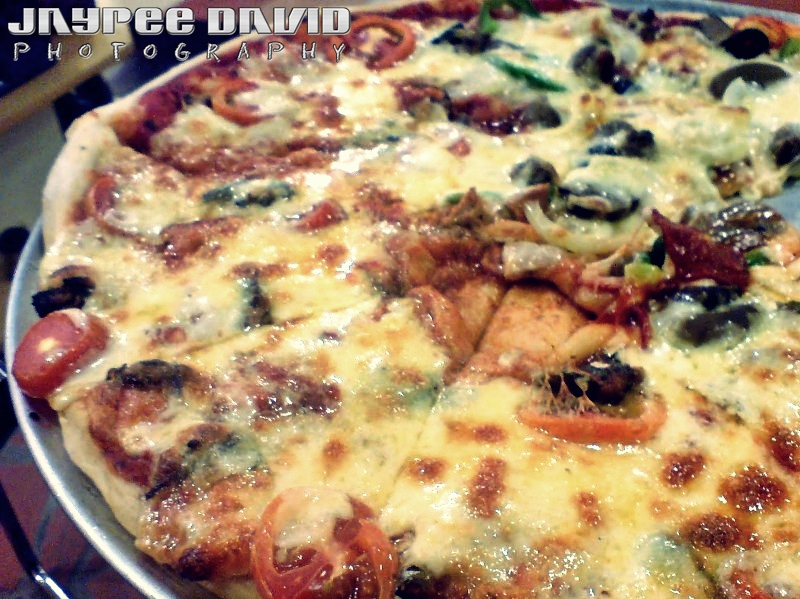 Xtremely Xpresso, Marquee Mall, Ayala, Spanish Sardines Pizza, Oil and Garlic Spaghetti, Mango Peach shake
