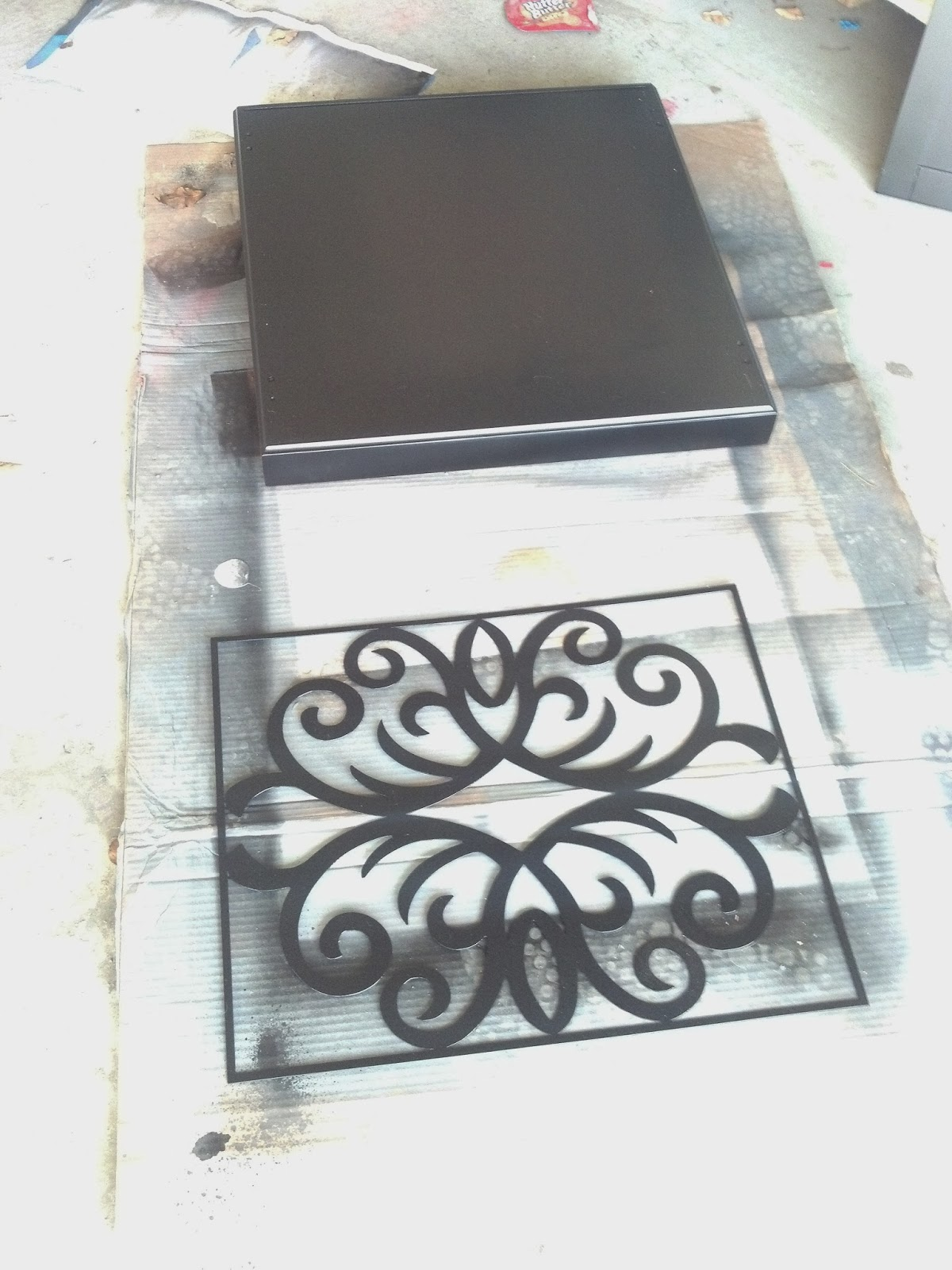 dog crate, dog, dog kennel, dog grate end table, dog kennel end table, end table, side table, dog crate side table, dog crate table, black and white, black, white, lamp, boston terrior
