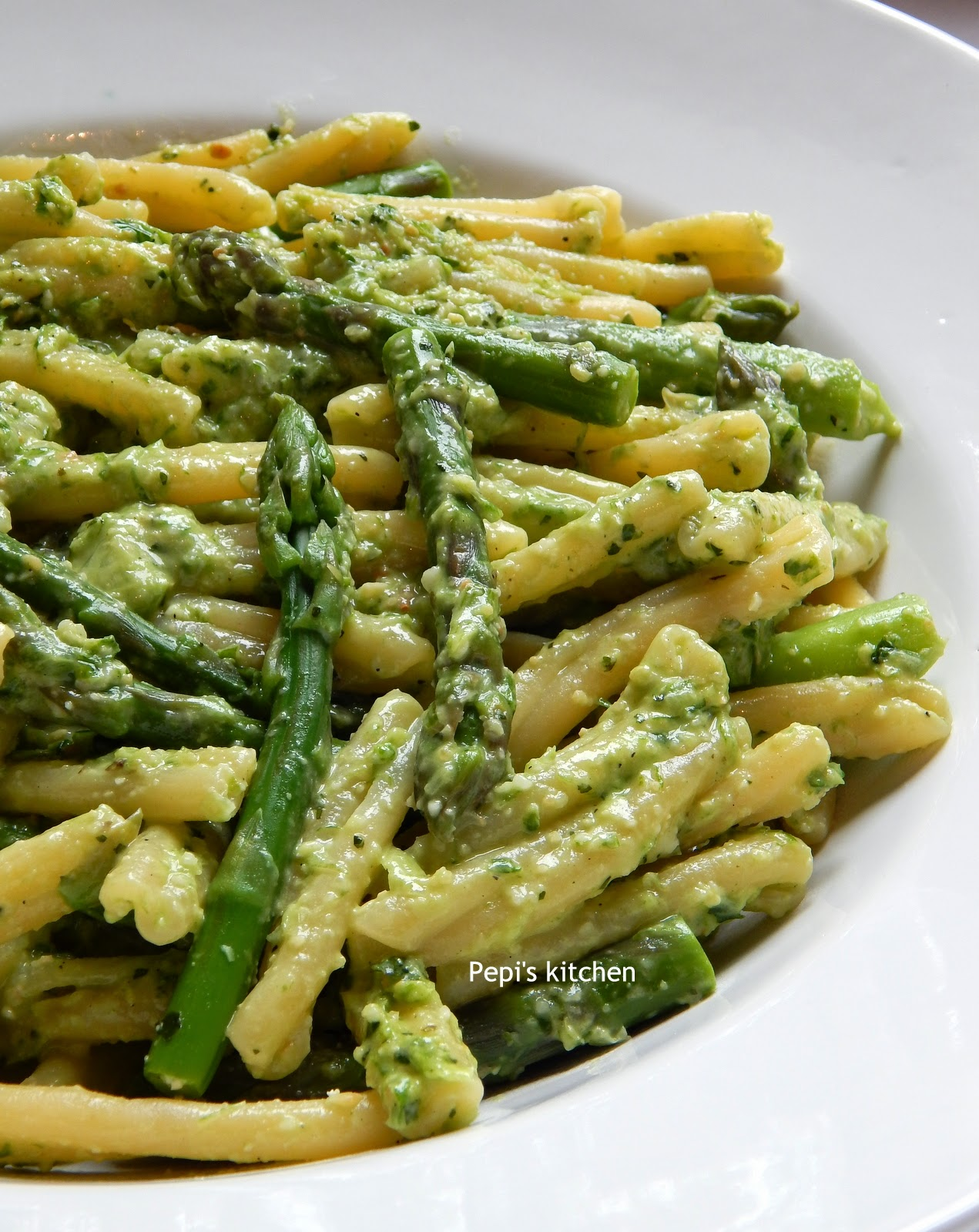 Pepi's kitchen in english: Pasta with Asparagus and Spearmint Pesto