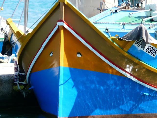 Oczy Ozyrysa na łodziach rybackich - Marsaxlokk, Malta