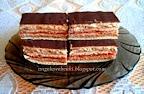Balaton szelet, grízes lekváros kakaós krémmel, mézes tésztával, olvasztott csokoládéval megkenve.
