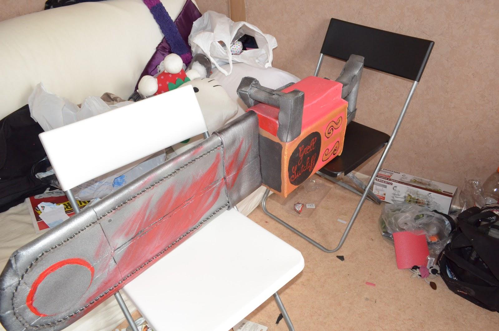 les ptits travaux d 39 hikado cosplay black butler tronconneuse de grell sutcliff. Black Bedroom Furniture Sets. Home Design Ideas