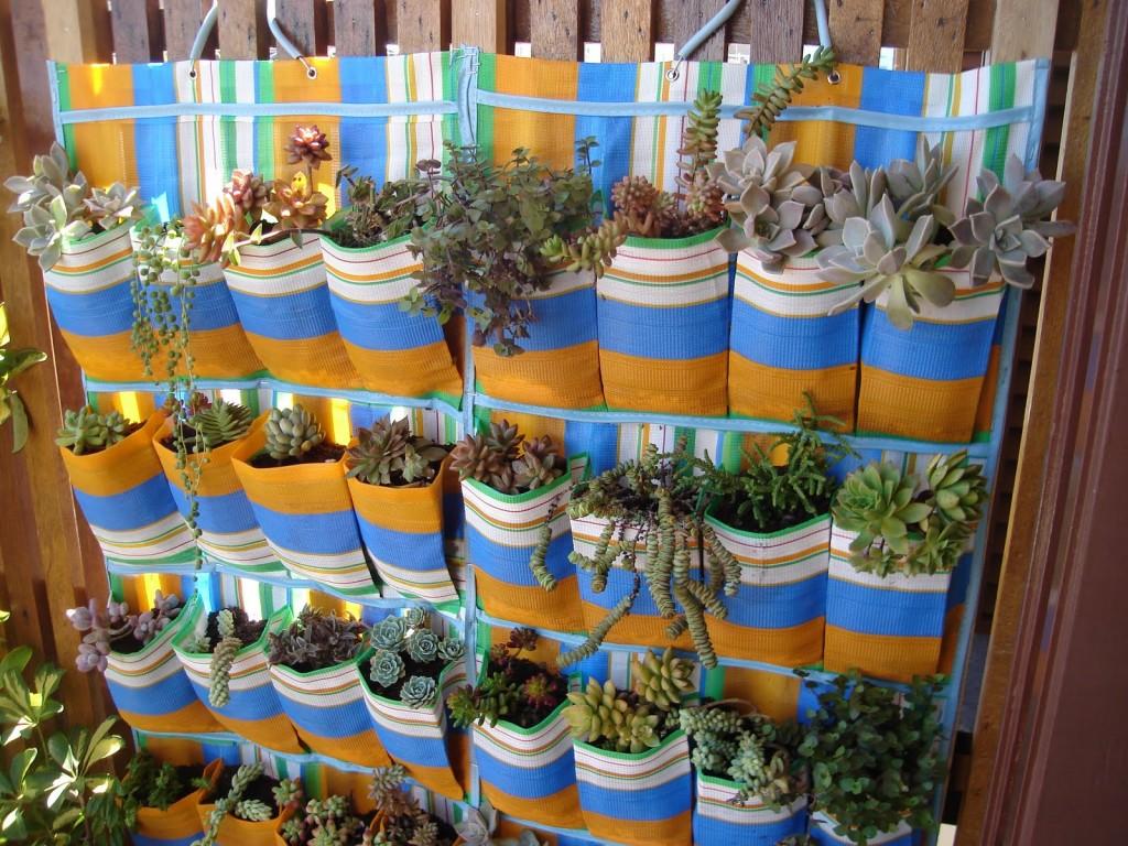 mini jardim de temperos : mini jardim de temperos:Pequenos espaços podem ser aproveitados para dar aquele toque de vida