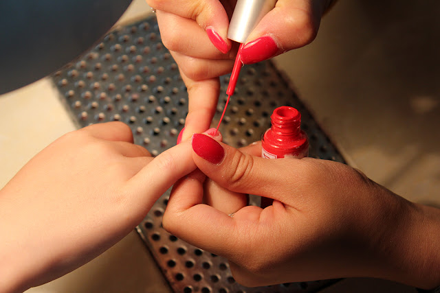 red-nails-toddler-painting-nails-session-todaymywayblog