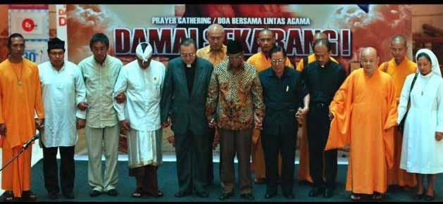 Hu cu pemimpin agama kristen katolik pemimpin agama kristen protestan