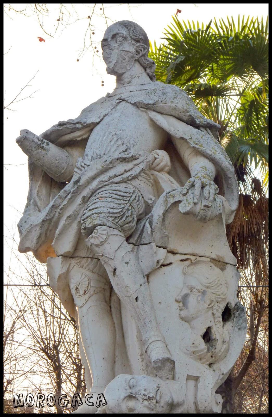 Estatua de Alfonso VIII en el paseo de Merchán.