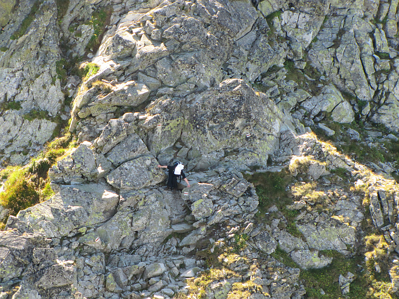 Skrajna Sieczkowa Przełączka (2200 m n.p.m.) ponad Żlebem Drège'a.