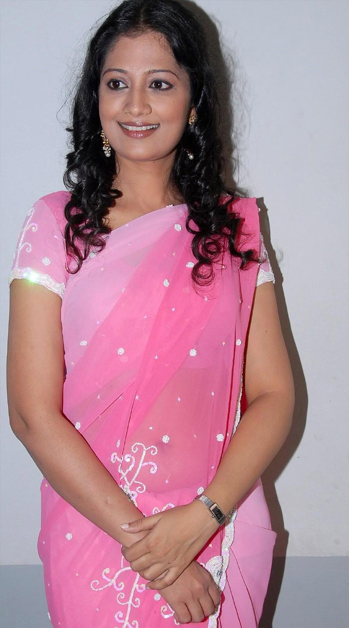 Tamil Desi Teen Actress Anika Hot Looking Sari Stills hot photos