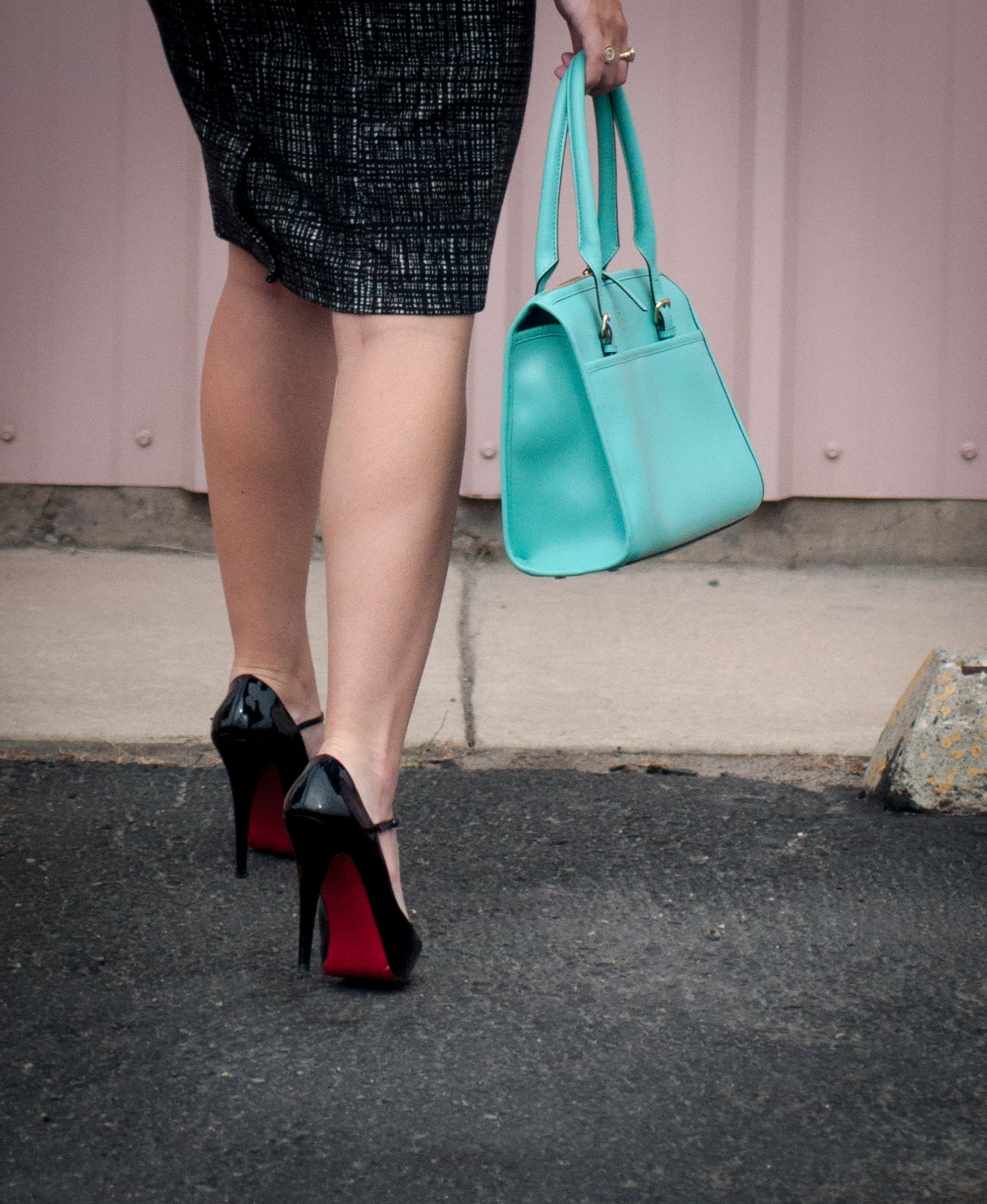 red soles, christian louboutin, kate spade, kate spade new york hand bag, black heels, ootd