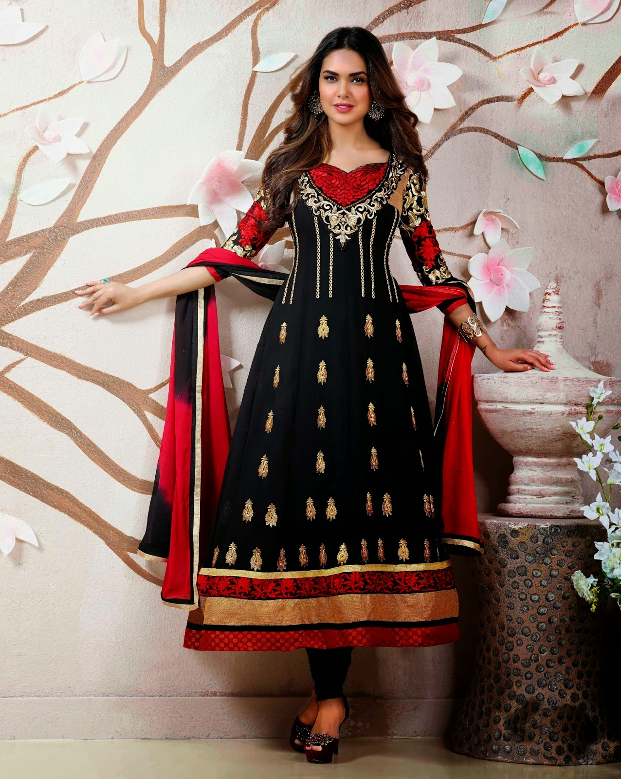 Esha Gupta Anarkali Suit Wallpapers Free Download
