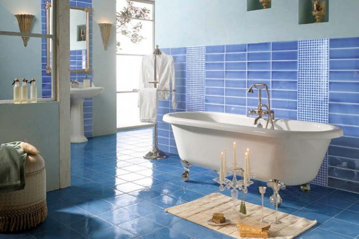 Baño De Tina O Artesa:Baños Modernos: Baño moderno con tina antigua