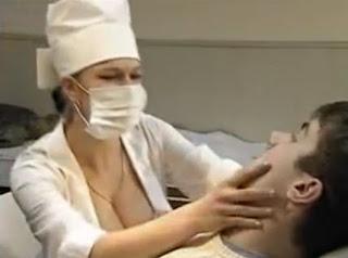 بالفيديو والصور طبيبة أسنان تستخدم أنوثتها  لتجعل المرضي ينسون الألم