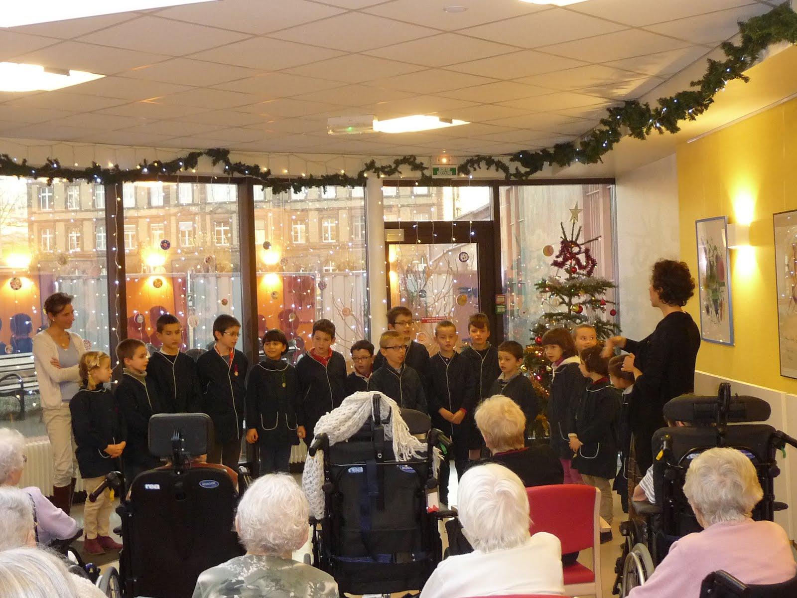 #B58D16 Cours HERRADE DE LANDSBERG: Spectacle De Noël à La Maison  5917 Décoration De Noel Maison De Retraite 1600x1200 px @ aertt.com