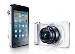 Spesifikasi Samsung Galaxy Camera - Samsung Galaxy Camera menjalankan sistem operasi Android 4.1 Jelly Bean dengan layar selebar 4.8 inchi LCD beresolusi HD, Samsung Galaxy Camera di bekali dengan kamera 16MP yang berada dibalik lensa zoom optic 21x-nya. Dan Memiliki layar berteknologi scLCD yang memiliki kerapatan piksel mencapai 308 ppi dan resolusi 1280 x 720 px. Samsung Galaxy Camera, diumumkan di ajang International Funkausstellung 2012 (IFA 2012) yang digelar di Berlin, Jerman. Galaxy Camera dipersenjatai dengan  prosesor quad-core 1,4 GHz. Selain koneksivitas Wi-Fi, Samsung juga menyediakan pilihan koneksi 3G atau 4G.