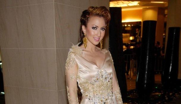 Gambar Maria Farida Beraksi Seksi Hot Di APBPBH 2011