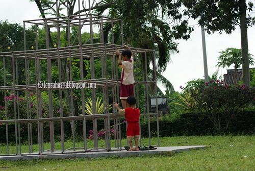 Bina Kekuatan Otot Anak Dengan Aktiviti Panjat-Panjat
