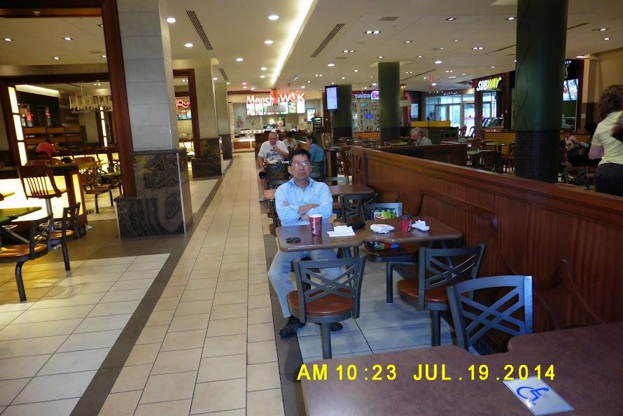 Cà phê buổi sáng trong Mall ( Guelph )