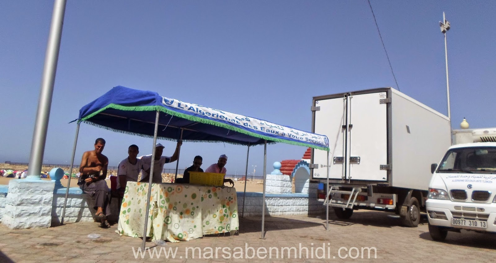 مياه بالمجان على شاطئ مرسى بن مهيدي