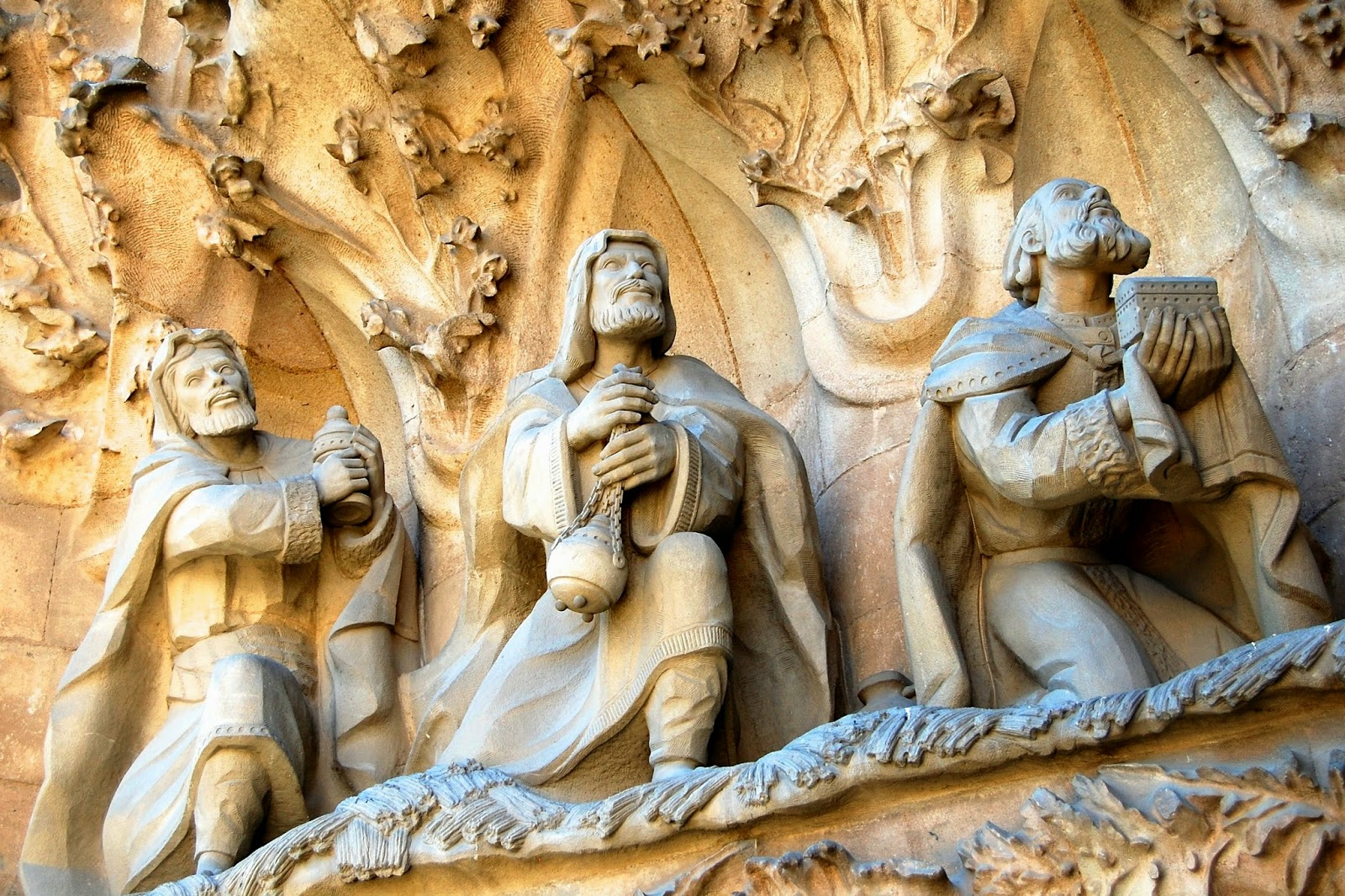 Three wise men bearing gifts, Sagrada Família