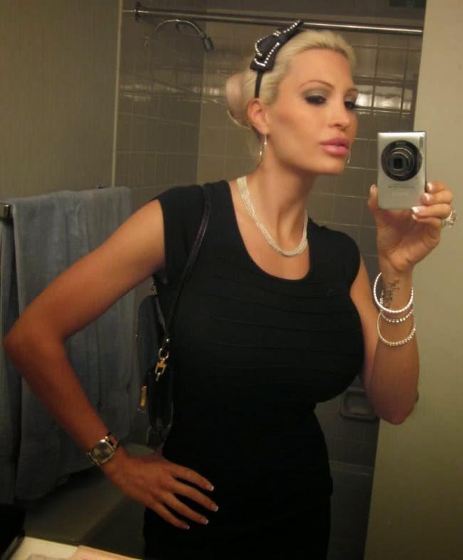 Bella French Mirror Selfie - The Sexiest Selfies Uploaded