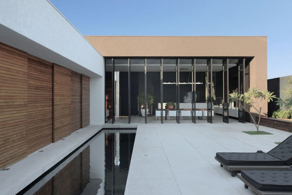 Amazing House With Minimalist Concept, Om House In Brazil