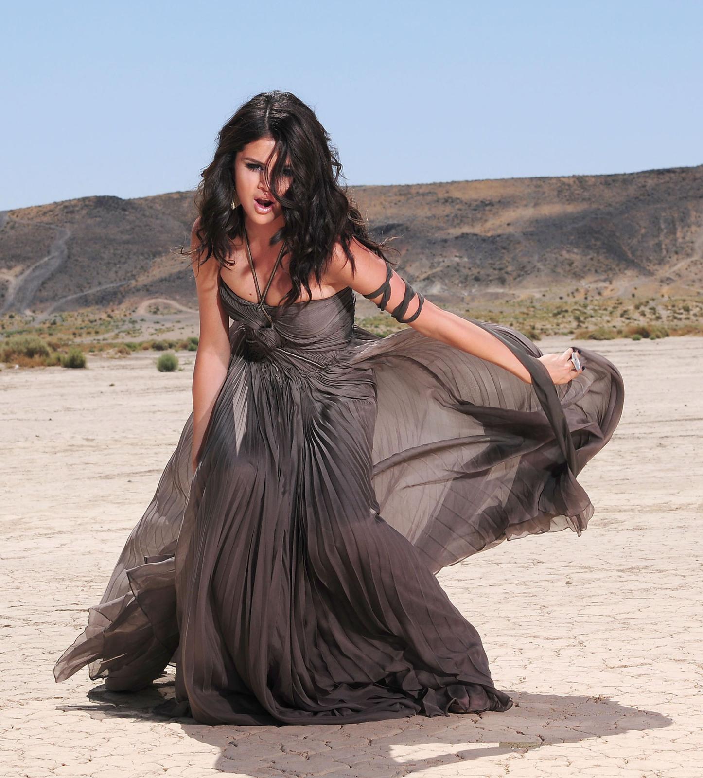 http://1.bp.blogspot.com/-CRpR_uS1UFE/T8uh6VQWKwI/AAAAAAAAEDE/uDfX1Yvp9Dg/s1600/Selena%2BGomez%2BHot-4.jpg