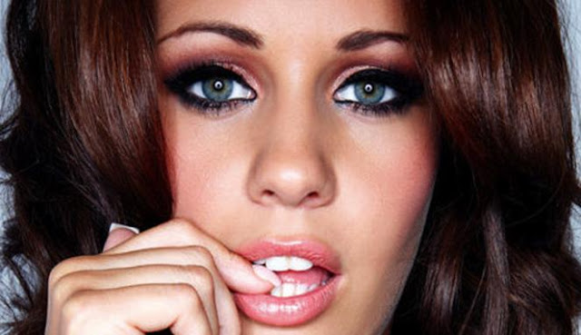 Holly Peers Biography and Photos