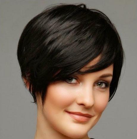 model potongan rambut wanita gaya pixie terbaru