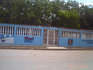 Fachada del Liceo Bolivariano Tacuato