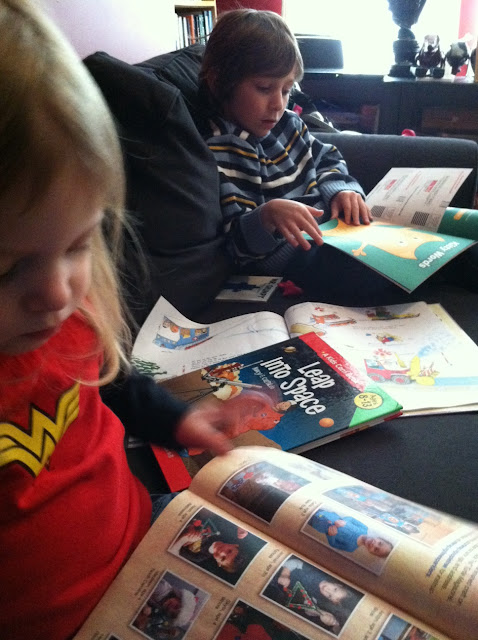 Kids reading magazins
