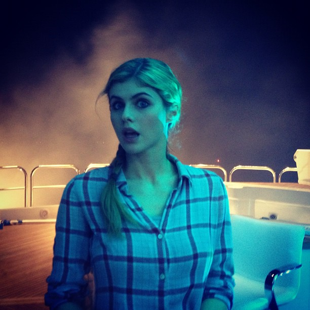 alexandra-daddario-on-set-in-new-orleans