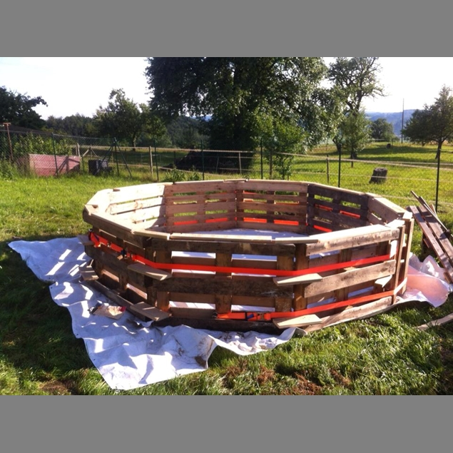 Make Your Own Swimming Pool From 9 Pallets Do It Yourself Ideas And Projects
