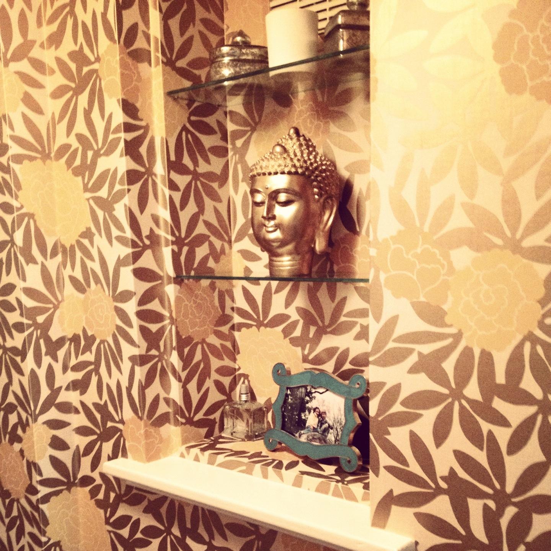 http://1.bp.blogspot.com/-CSRBtzvPhUo/UAAT8U53JFI/AAAAAAAASxk/t74CCF4VnJA/s1600/flower+wallpaper+powder+room+design+manifest.JPG