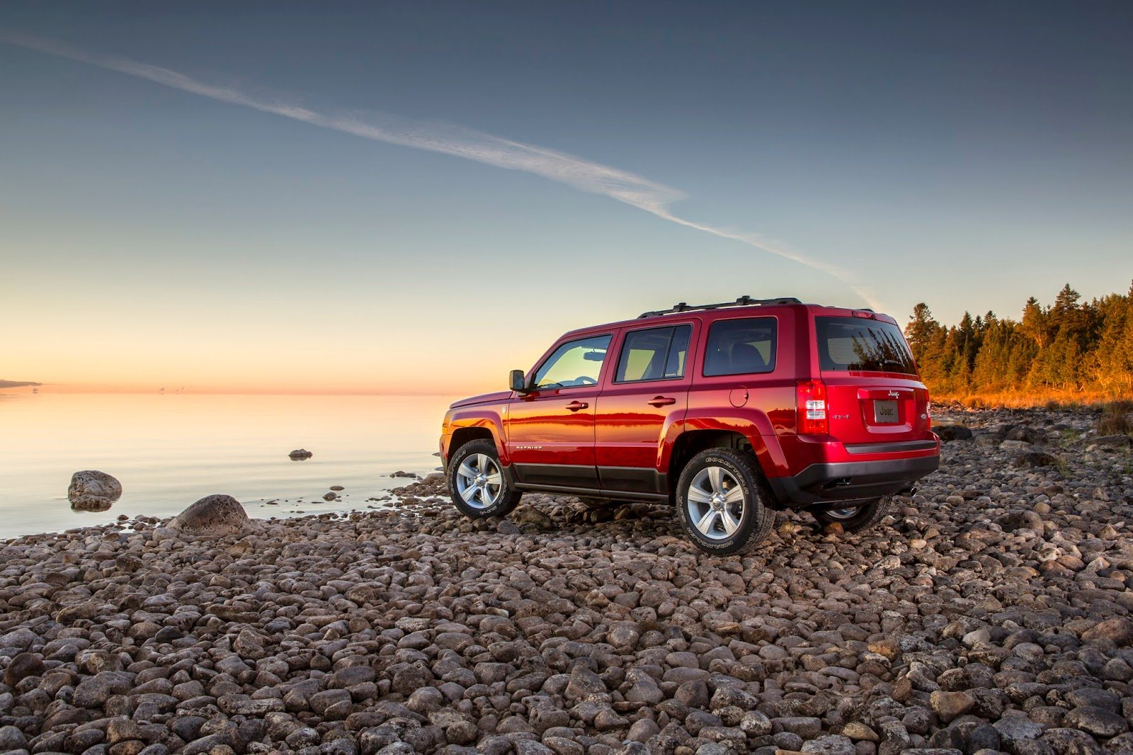 Rear 3/4 view of the 2014 Jeep Patriot Latitude