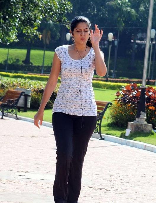 deeksha seth unseen actress pics
