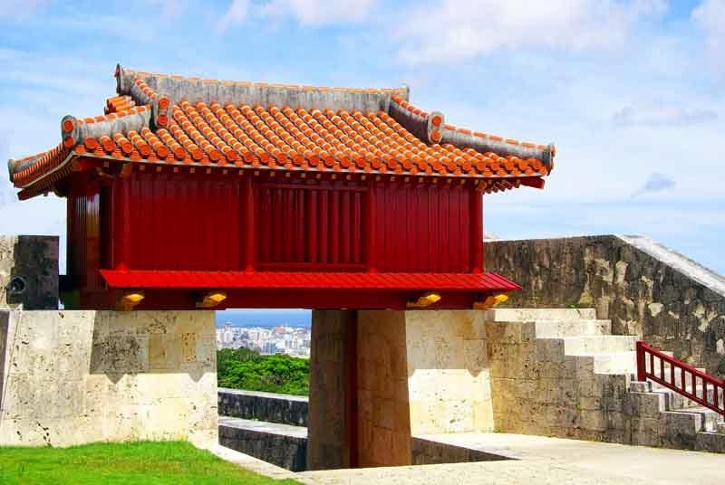 castle gate above Naha, Shurijo