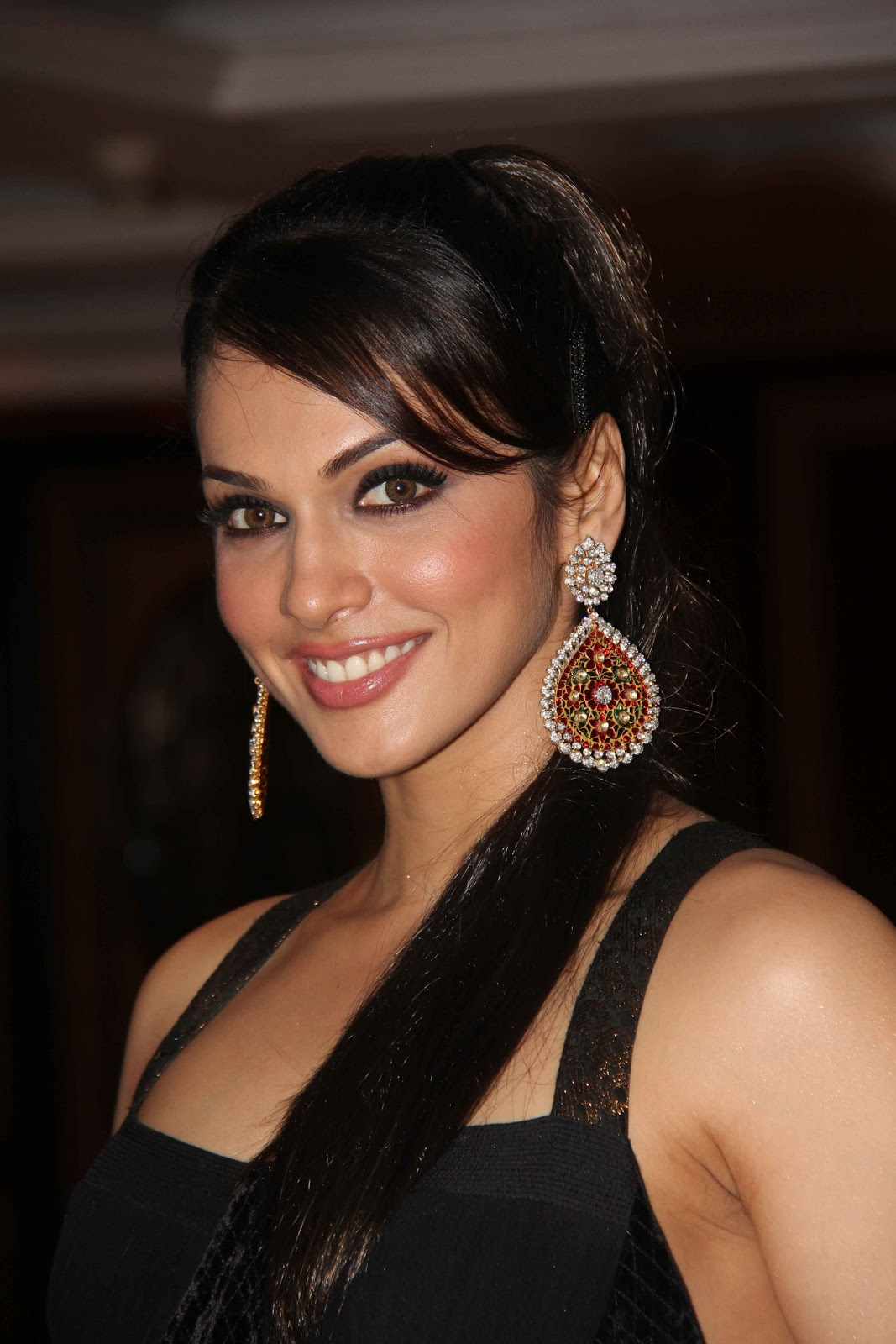 Eesha Koppikhar Looks Stunning In Black Dress