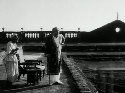 Jalsaghar's Opening Sequence, Huzur (Chhabi Biswas) and Servant, Directed by Satyajit Ray