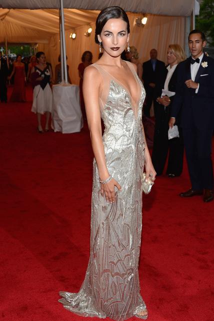 Camilla Belle met gala