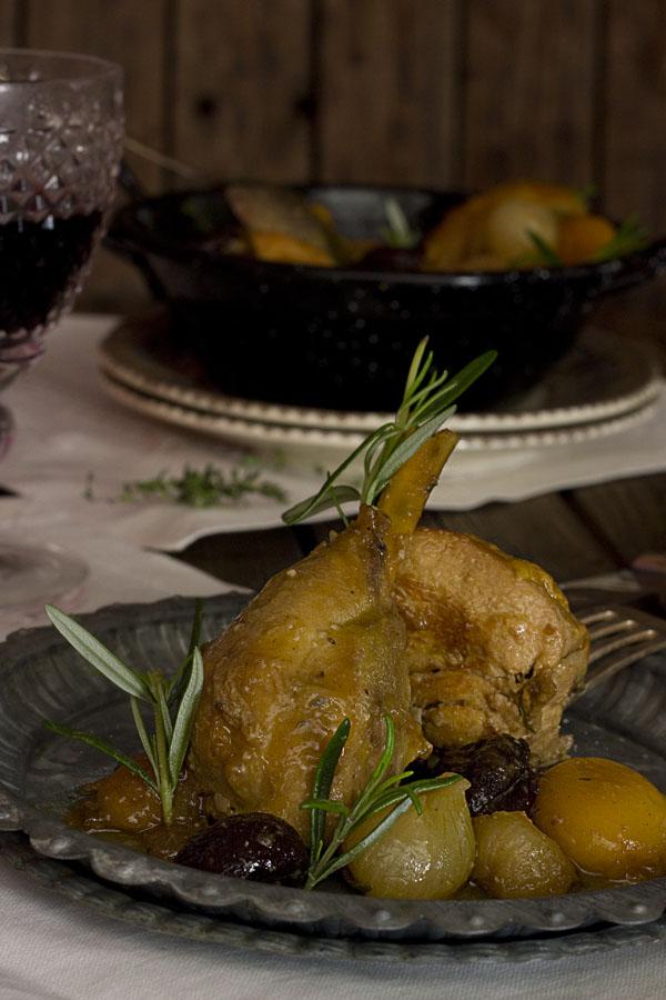 Pollo de corral con ciruelas y orejones